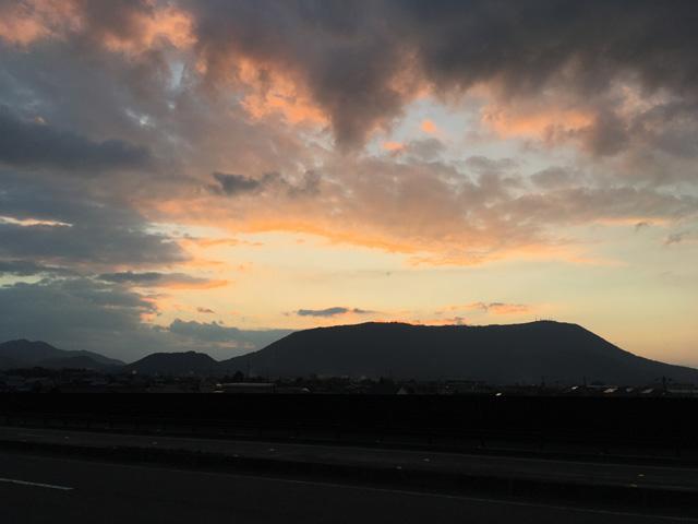 国道32号線から見た琴平山~大麻山方面
